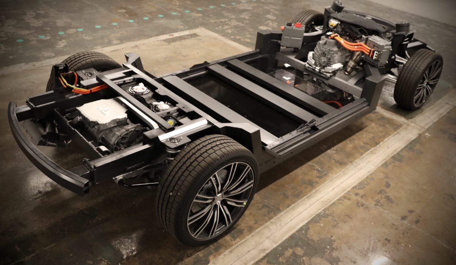 2 Motor AWD – EREV 1